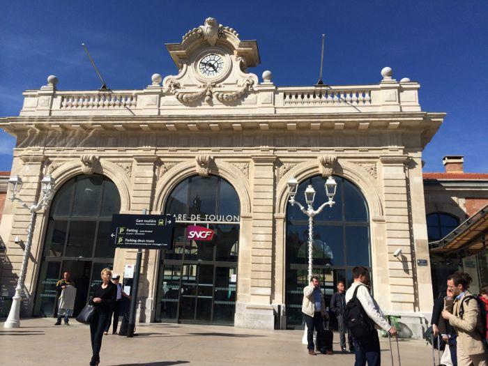 http://reinout.vanrees.org/images/2014/Gare_de_Toulon.jpg