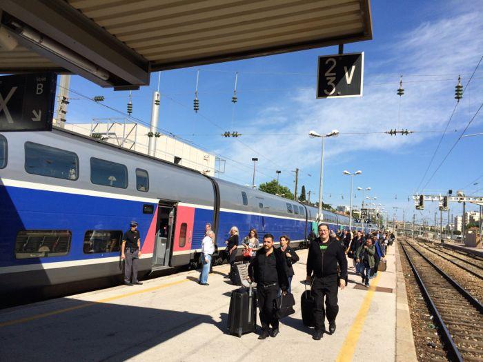 http://reinout.vanrees.org/images/2014/TGV_duplex-in_Toulon.jpg